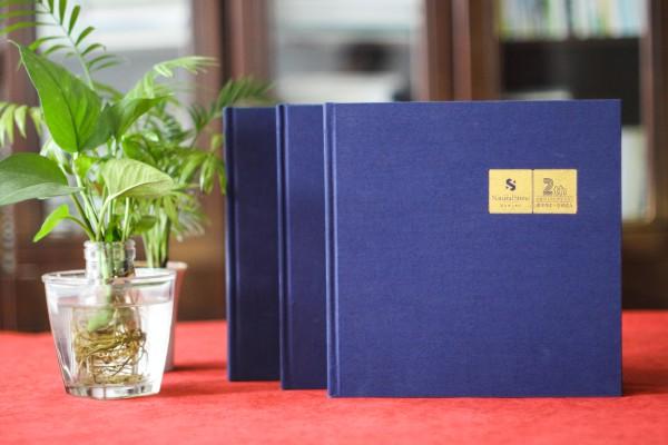 高端企业周年庆画册设计制作方案赏析-布面烫金纪念相册案例模板